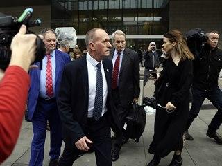 Britský jeskyňář Vernon Unsworth před soudem v Los Angeles (6. prosince 2019).
