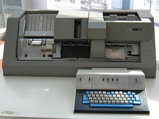 Děrovač – stroj na ruční zadávání dat na děrné štítky. Děrný štítek je...