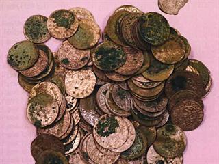Nalezený poklad z Plchůvek u Chocně má kulturně-historickou hodnotu 892 tisíc...