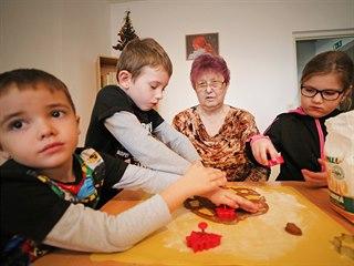 Pravidelná setkávání dětí ze školky se seniory jsou součástí mezigeneračního...