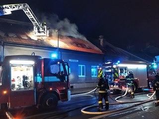 Hasiči zasahují u požáru v České Třebové.