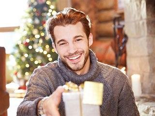 Vybrat vánoční dárky pro muže nemusí být až tak obtížné.