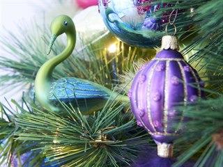 Své umění dokazují čeští skláři i v případě vánočních ozdob.