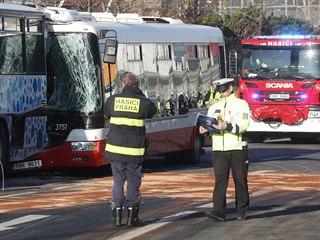 Na Chodově se srazily dva autobusy. (4.12.2019)