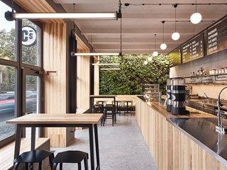 Architekti Pavel Nový a Vít Svoboda z ateliéru 0,5 Studio navrhli novou kavárnu...