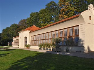 Ozdobou klášterní zahrady je zrekonstruovaná původní oranžerie.
