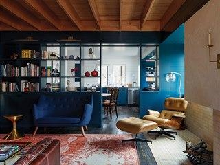 Manželé využili vše, co léta sbírali - retro sedací nábytek, koberce nakoupené...