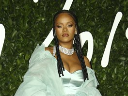 Rihanna na British Fashion Awards (Londýn, 2. prosince 2019)