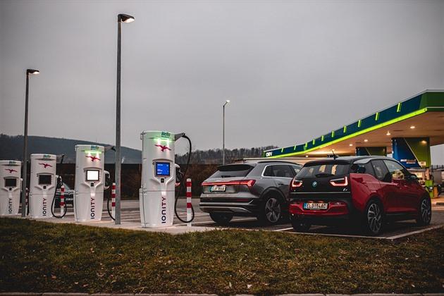Nejrychlejší nabíječka aut v Česku konečně funguje, platí se za připojení