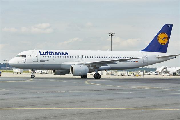 QR kód místo papírů. Lufthansa bude uznávat digitální očkovací certifikát