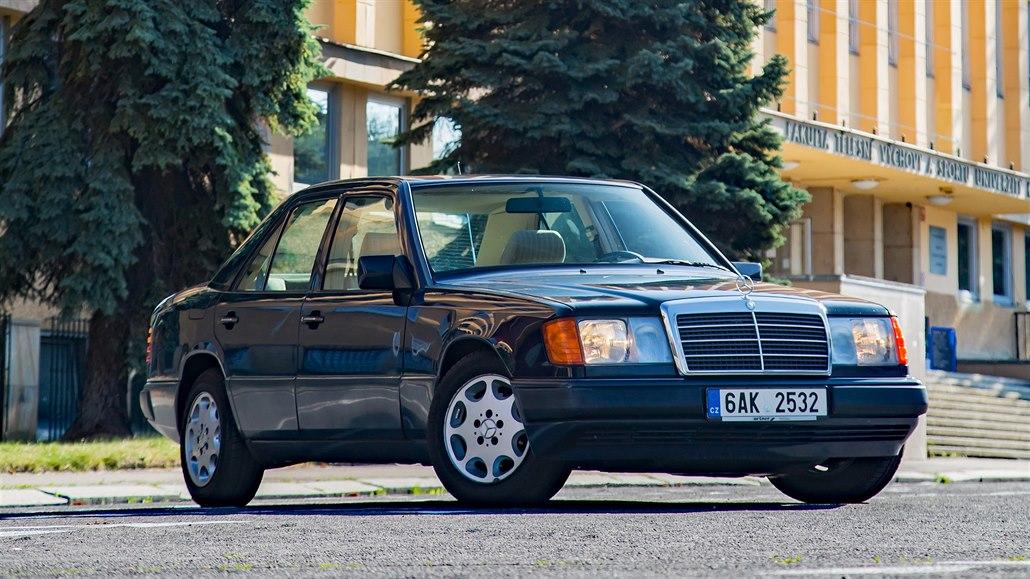 Nejkvalitnější auto okouzluje. Mercedes pětatřicátník je vůz na každý den