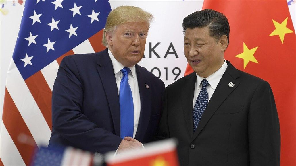 První krok k ukončení války. Trump a čínský vicepremiér podepsali dohodu