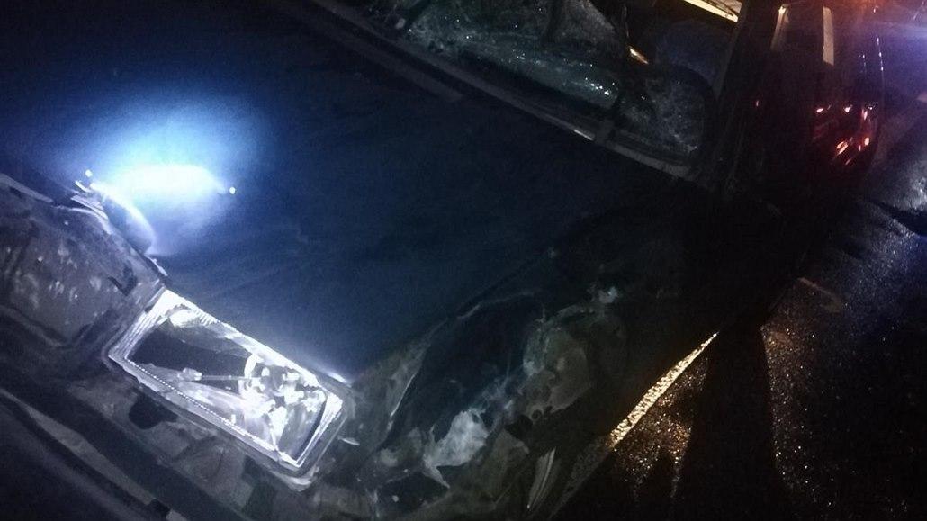 Řidiči upozorňovali na chodce bez reflexních prvků, vzápětí jej srazilo auto