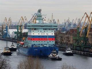 Nejvýkonnější ledoborec světa Arktika v petrohradském přístavu. (12. prosince...
