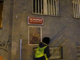 Aktivisté v noci na sobotu přelepili názvy šesti ulic na pražském Žižkově jmény...