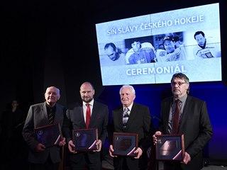 Bývalí hokejisté Jiří Šlégr (druhý zleva), Radoslav Svoboda (vpravo), Milan...