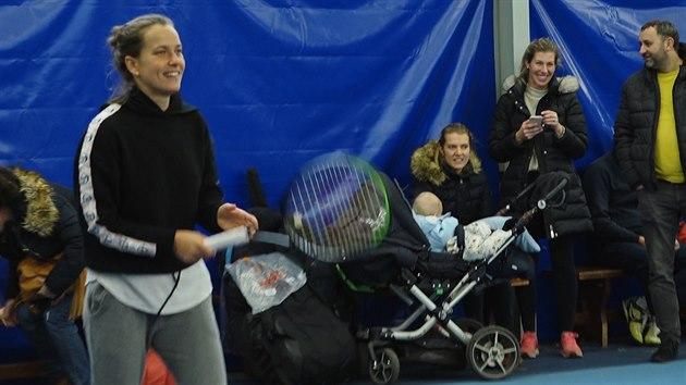 Barbora Strýcová si před extraligou zahrála tenis s dětmi