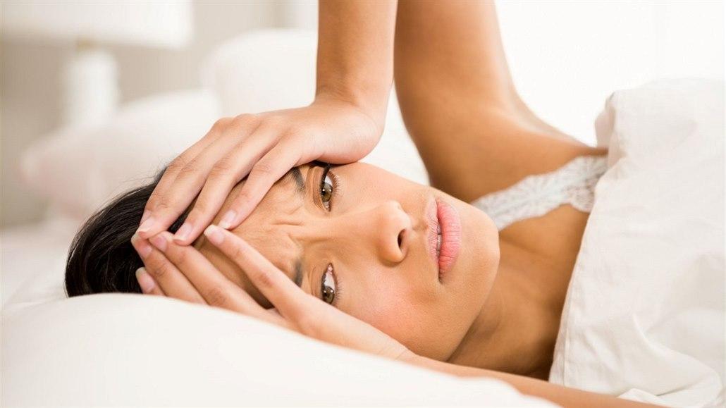 Nejčastější spouštěče bolestí hlavy. Pozor na zmrzlinu i těžkou kabelku