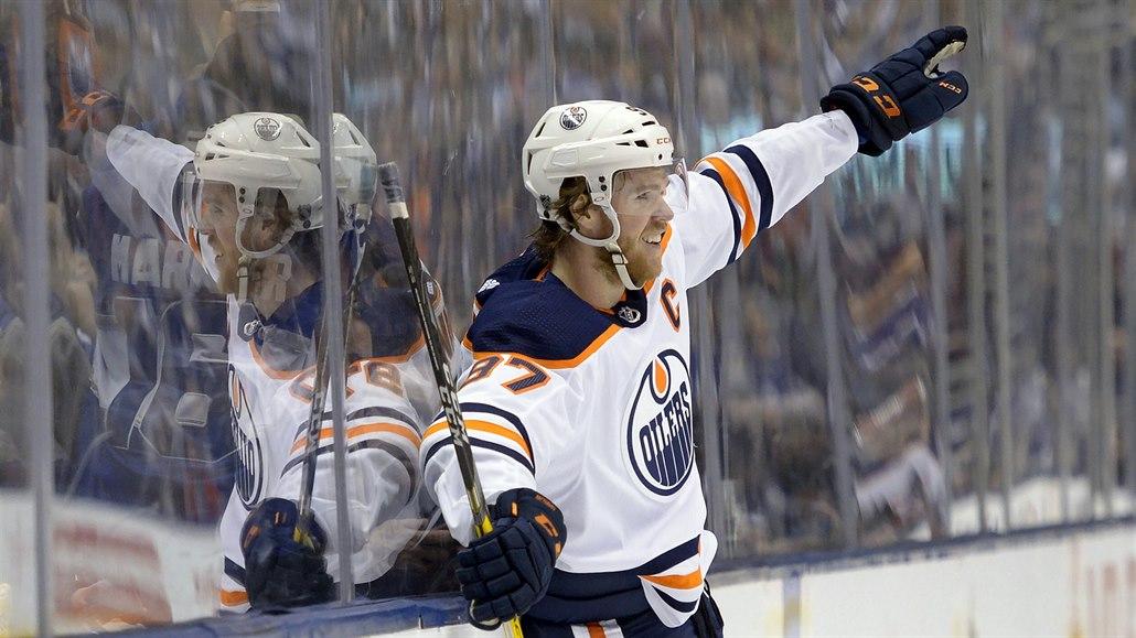 Nejlepším útočníkem v NHL je podle ostatních hráčů znovu McDavid