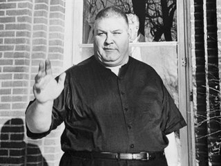 Dobrý člověk. Poslední roky strávil Ferdinand Waldo Demara jako kaplan....