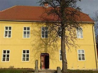 Fara v Zubrnicích v Ústeckém kraji je kulturní památkou, již před rozpadem...