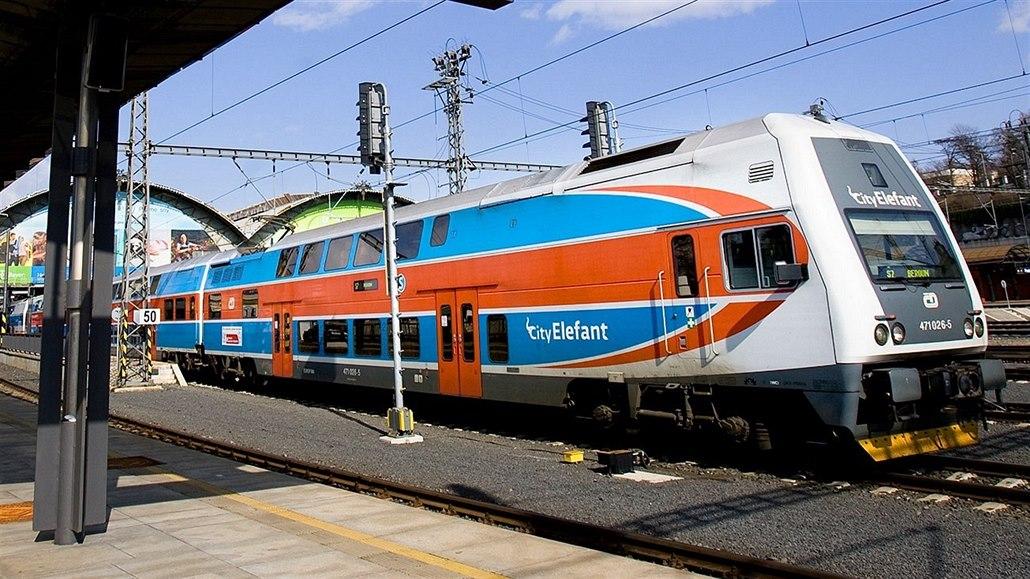 V Praze srazil vlak člověka, provoz na trati mezi Krčí a Braníkem stojí