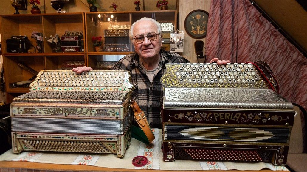 Harmoniky sbíral půl století, kolekci středoevropského významu věnuje muzeu