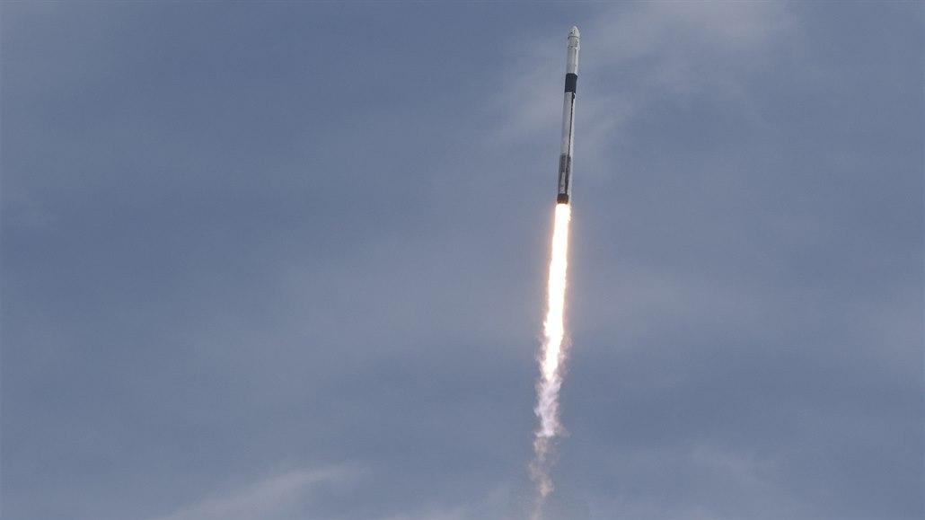 SpaceX úspěšně otestovala záchranný systém Crew Dragon, bude moci k ISS