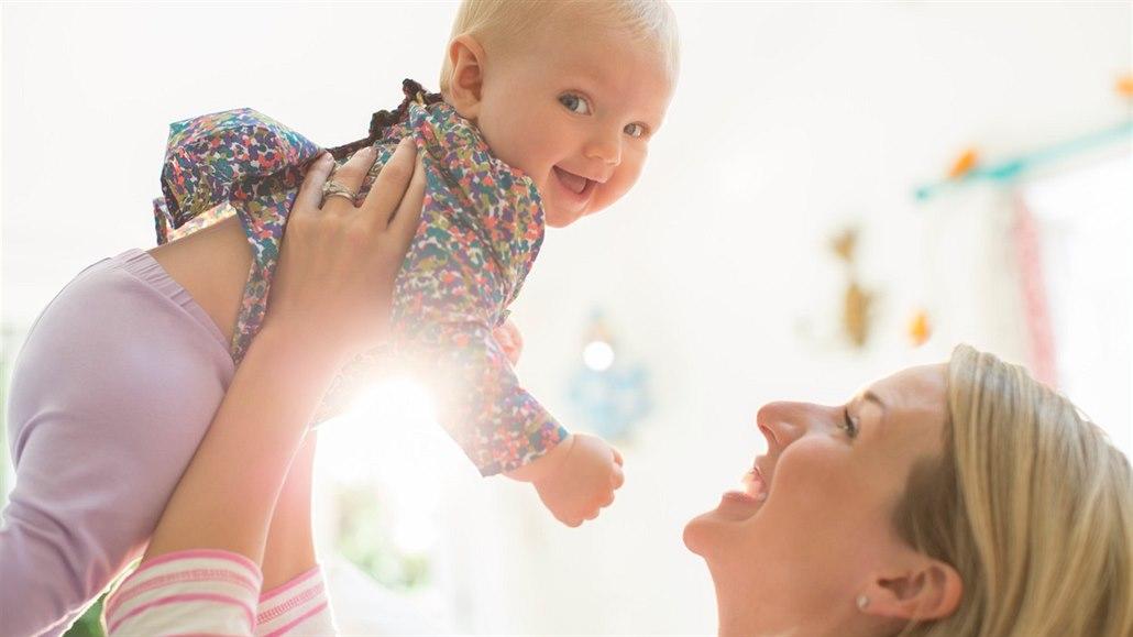 Pozdní matky. Slavné ženy, které porodily v babičkovském věku