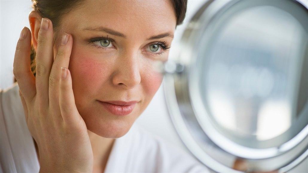 Péče o pleť v menopauze potřebuje speciální pozornost. Na co si dát pozor?