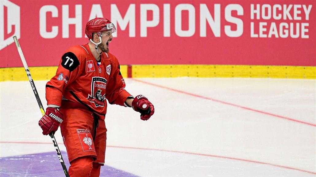 Potřebujeme teď každý bod, říká hradecký hokejový obránce Nedomlel