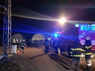 V železničním tunelu u Ejpovic hořel v úterý večer jeden z vagónů rychlíku,...