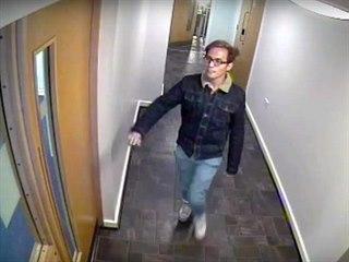Násilníka z Manchesteru zachytily bezpečnostní kamery u jeho bytu