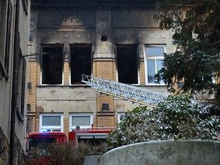Hasiči a záchranáři zasahují v domově pro postižené ve Vejprtech, který v...
