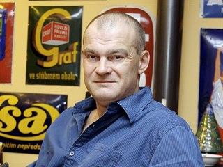 Publicista Michal Petrov mapuje historii džínové subkultury a podpultovky...