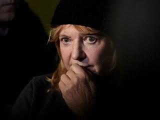 Starostka Vejprt Jitka Gavdunová hovoří s novináři po požáru domu pro mentálně...