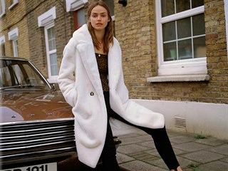 Dokonalým oděvem, který budete milovat, se stane huňatý kabátek.