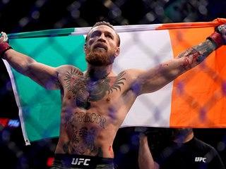 Conor McGregor slaví triumf nad Donaldem Cerronem v Las Vegas