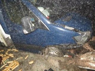 Z nákladního auta Mercedes Benz se u Předměřic nad Labem vysypal náklad s...