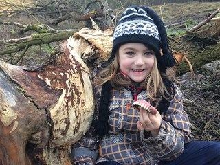 Při sčítání vodních ptáků na Berounce našla malá ornitoložka zubní protézu.