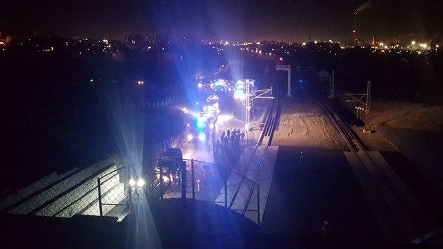 Desítky hasičů vyjížděly v úterý večer k požáru vagonu rychlíku jedoucího ejpovickým tunelem u Plzně. (14. 1. 2020)