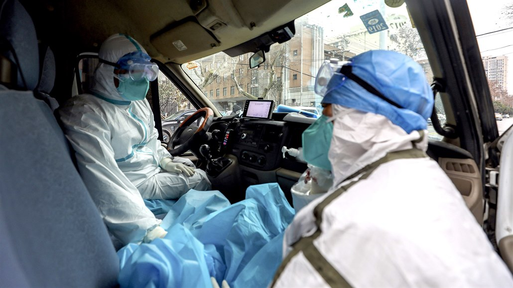 Roušky jsou kvůli koronaviru hitem, čeští výrobci hlásí až hysterický zájem