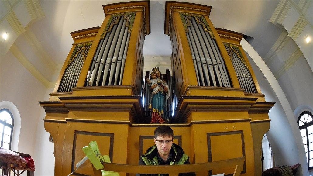 Jedny z nejstarších varhan Ústecka chátrají, opravě může pomoci sbírka