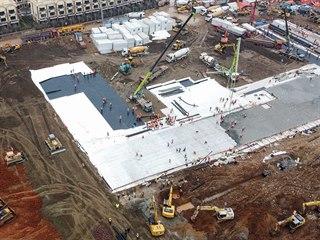 Dokončené základy nové nemocnice v čínském Wu-chanu. (27. ledna 2020)