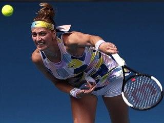 Česká tenistka Petra Kvitová servíruje ve druhém kole Australian Open.