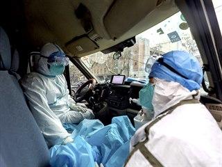 Zdravotníci ve městě Wu-chan, hlavním městě čínské provincie Chu-pej, které je...