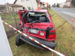 Nákladní auto v Pardubické ulici v Hradci Králové poškodilo další vůz i...