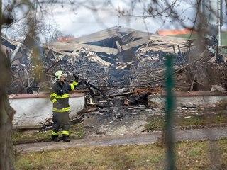 Při požáru vepřína na Rokycansku uhynulo v objektu 300 chovných prasnic a 1 300...
