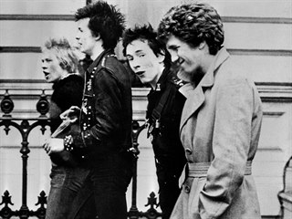 Sex Pistols v roce 1977: zleva - Paul Cook, Sid Vicious, Johnny Rotten a Steve...