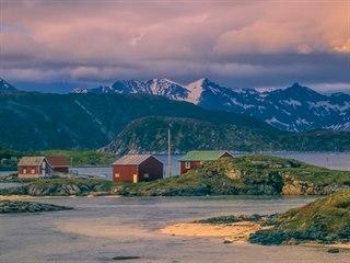 Pohádková vesnice Sommarøy má neméně pohádkový příběh o svém boji s časem.